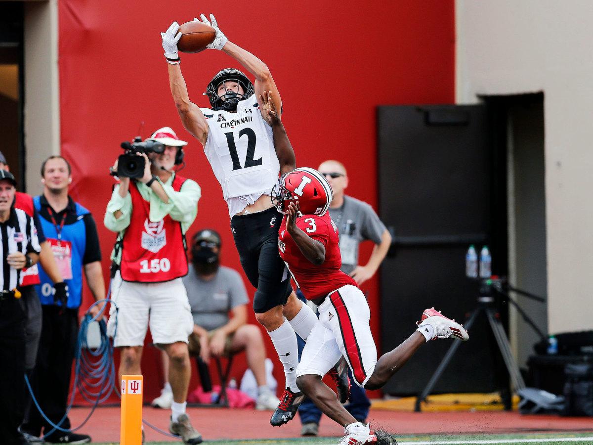 Cincinnati receiver Alec Pierce catches a TD vs Indiana