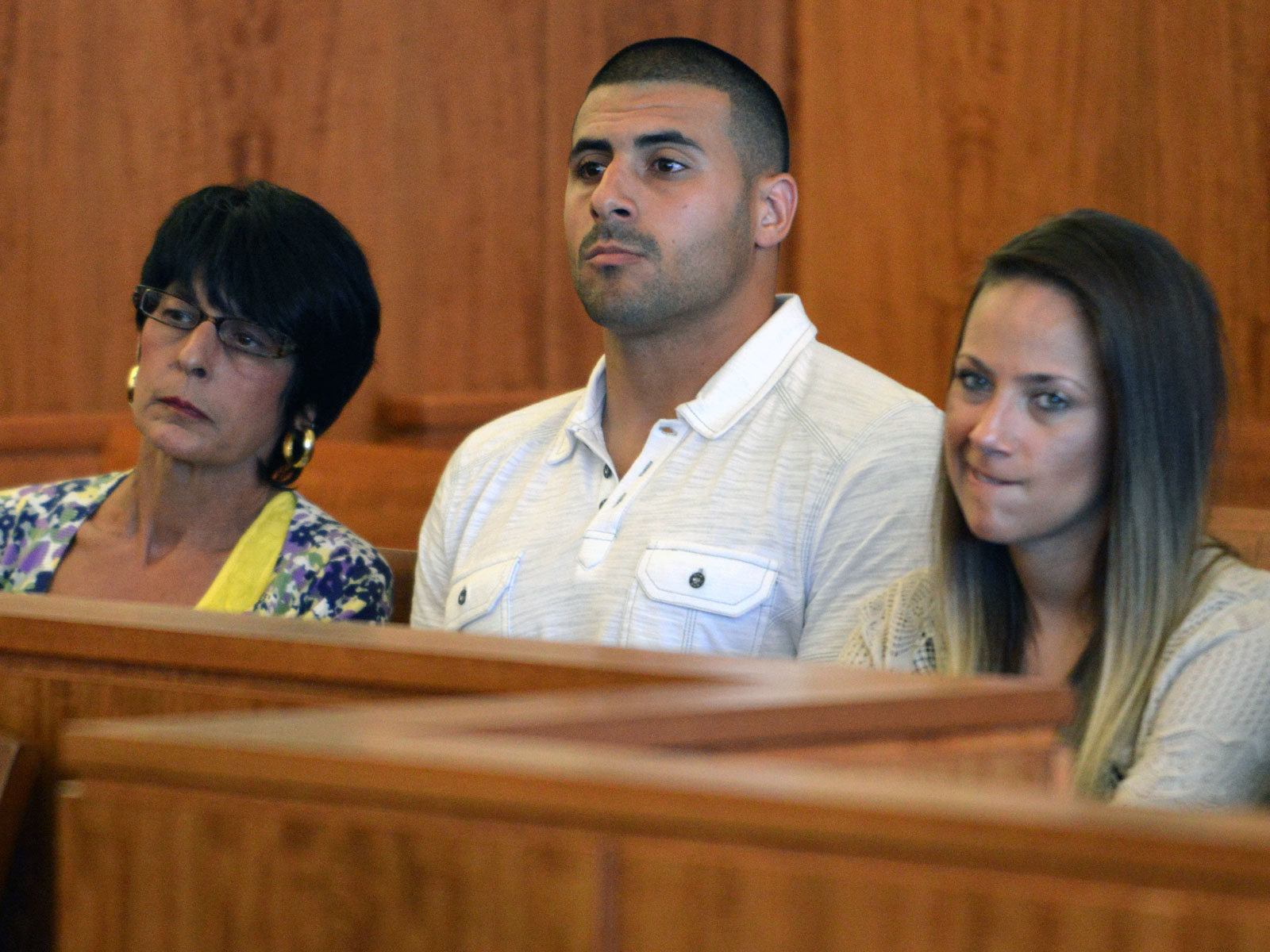 aaron hernandez�s brother retraces nfl stars path to