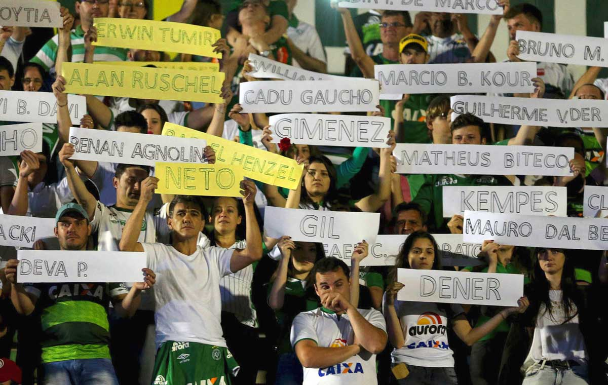 Chapecoense supporters hold up signs with the names of those onboard Flight 2933.