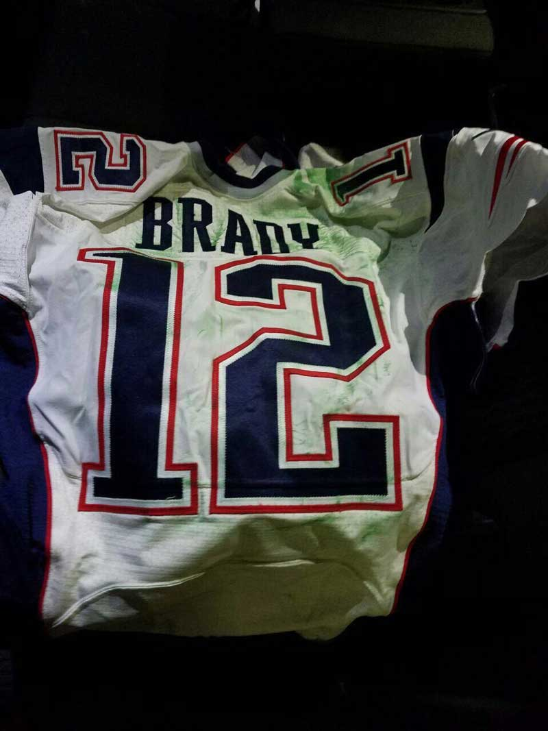 wholesale dealer 06bea cc41e Tom Brady Super Bowl jersey thief investigation | Longform ...