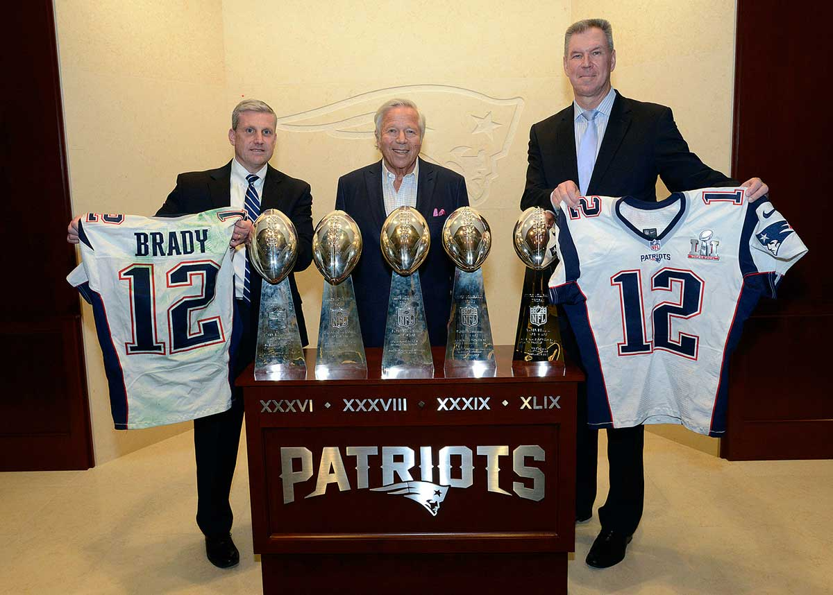 The Patriots celebrated the return of Brady s two game-worn Super Bowl  jerseys. 256119a9c