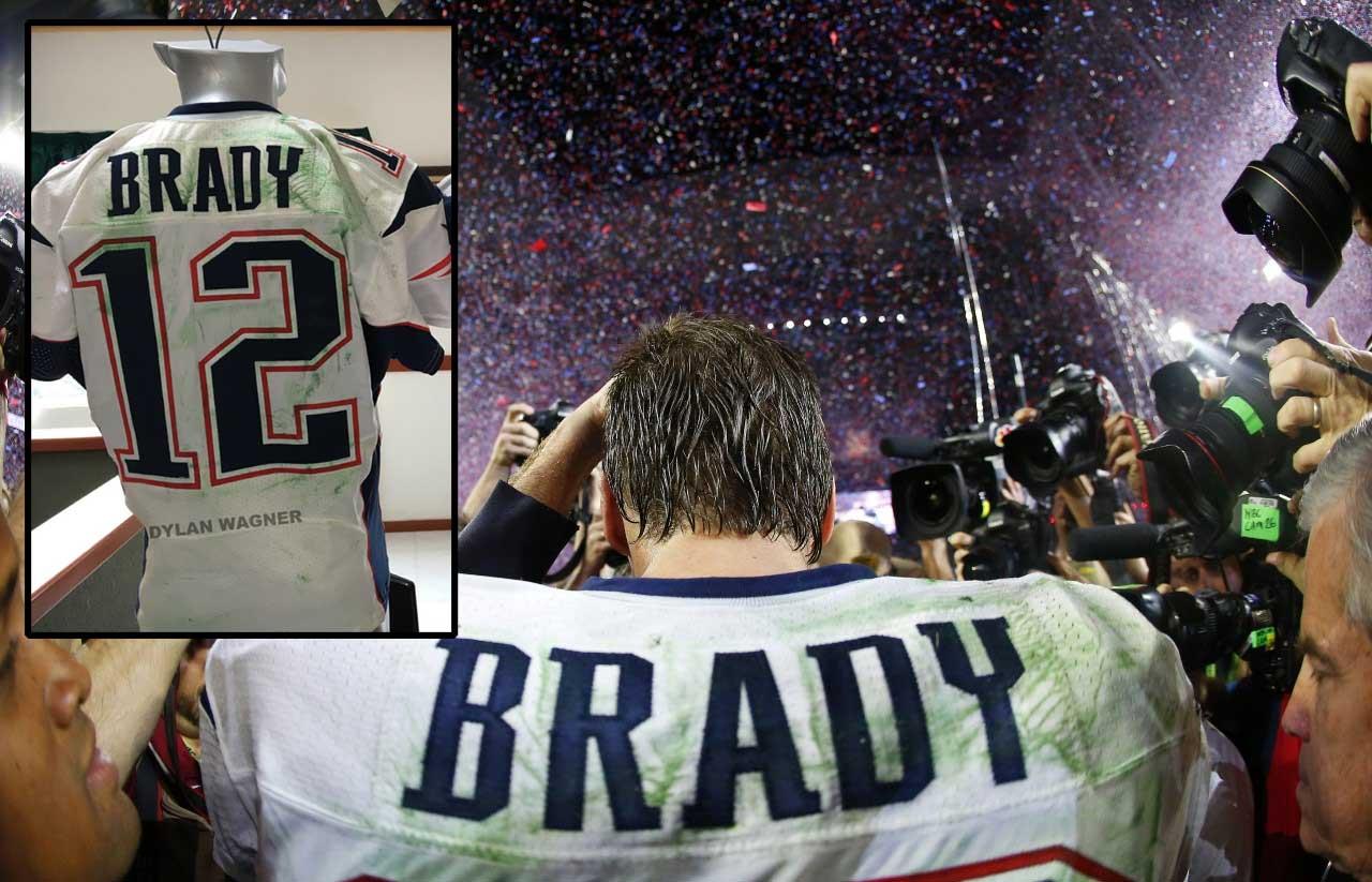 wholesale dealer df107 4e411 Tom Brady Super Bowl jersey thief investigation | Longform ...